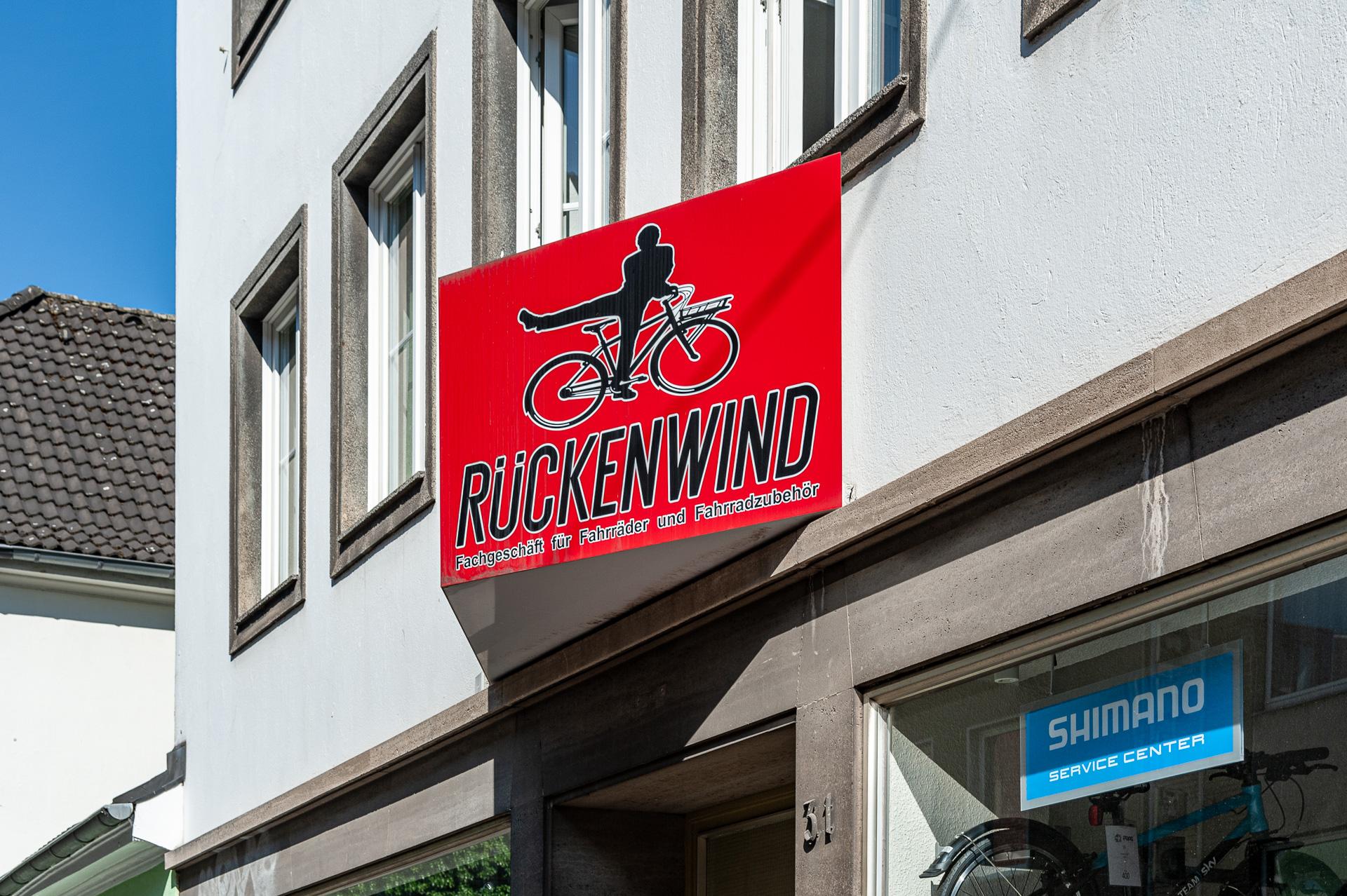 Schild über Eingang Rückenwind Radsport Krefeld